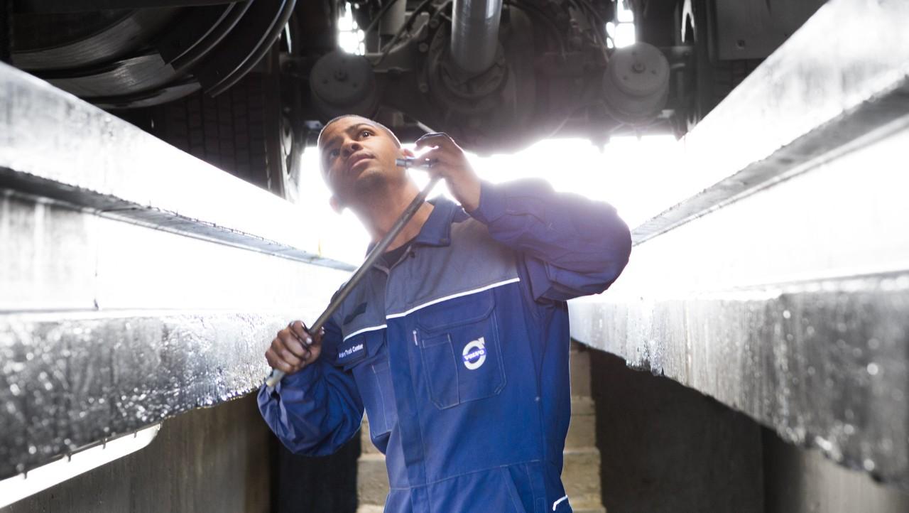 Volvo trucks dealer euro 6 workshop services overview mechanic pit